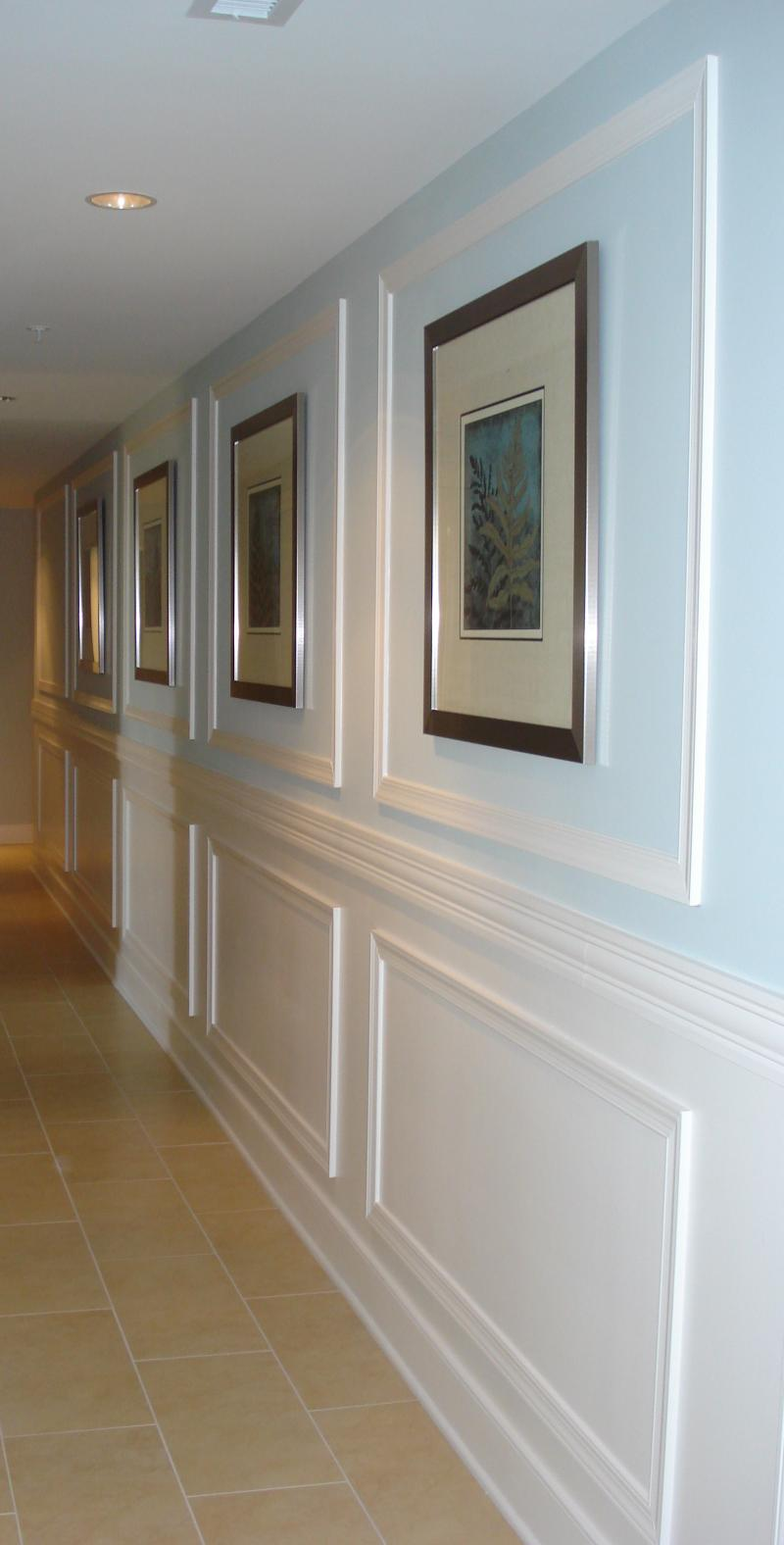 CHAIR RAIL AND MOULDING CREATE DRAMATIC HALLWAY